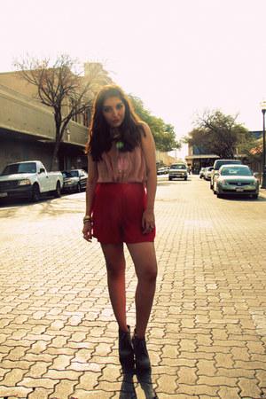 red asos shorts - light pink asos shirt - charcoal gray Old Navy wedges