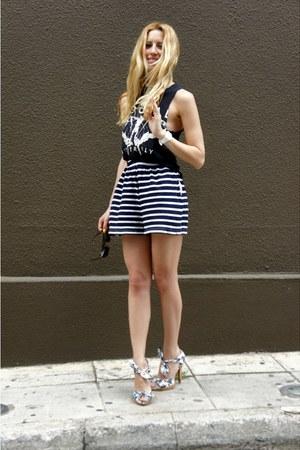 karen millen sandals - Ray Ban sunglasses - f21 top