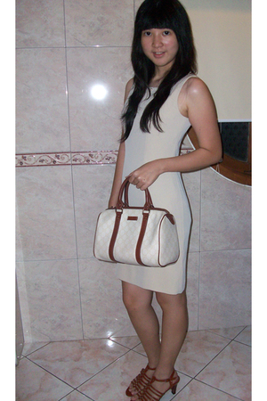 brown shoes - beige dress - white bag accessories