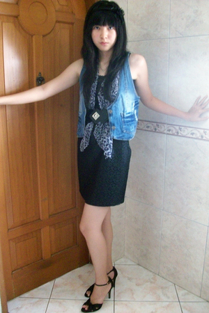 Mangdu wallet - scarf - Zara dress - Charles &amp; Keith shoes
