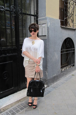 white square H&amp;M shirt - black leather Comptoir de Cotonniers bag - Tom Ford sun