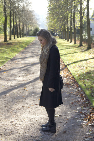 long black Topshop coat - faux fur Topshop scarf