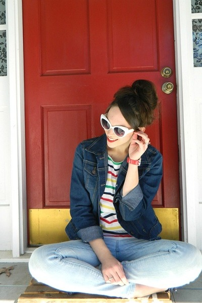 navy denim jacket - light blue Levis jeans