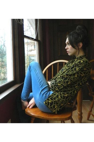 black blouse - blue denim Old Navy jeans
