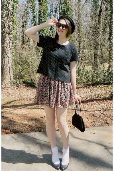 salmon floral print Forever 21 skirt - black bowler Charming Charlie hat