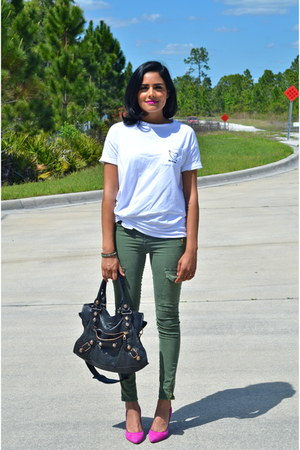 white Zara t-shirt - olive green Zara pants - hot pink Juicy Couture heels