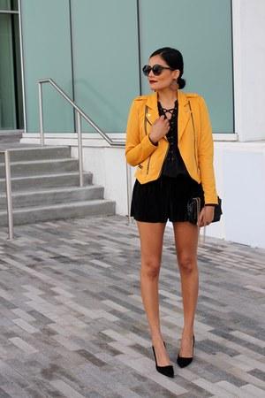 mustard Discovery Clothing jacket - black Discovery Clothing shorts