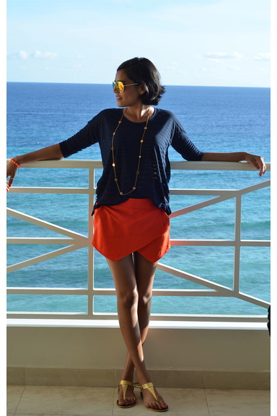 carrot orange Zara shorts - navy Club Monaco top
