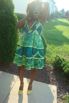 green dress - yellow shoes