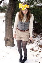 ivory ww from amanda vintage sweater - black Express tights - yellow as hair bow