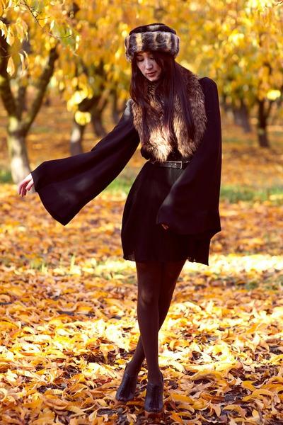 light brown faux fur hat - black Alyssa Nicole dress