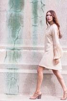 peach Alyssa Nicole dress - tan leather Freda Salvador heels