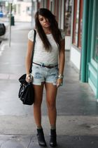 beige One Clothing blouse - blue Levis 501 shorts - black Kathy VanZeeland purse