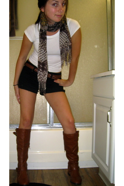 boots - Forever 21 shorts - H&M shirt - Forever 21 earrings