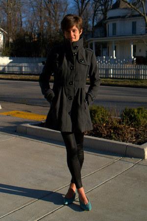 turquoise blue vintage 9 West pumps - charcoal gray coat - black leggings