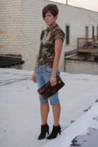army green camo t-shirt - black boots - brown leopard bag - thrifted shorts