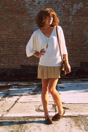 thrifted sweater - vintage shorts - vintage bag - vintage shoes