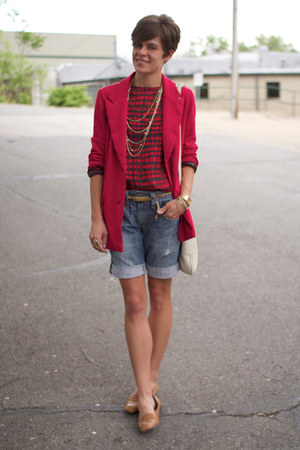 Levis shorts - red vintage blazer - ivory coach bag - camel vintage flats