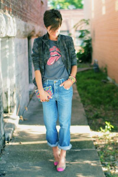 charcoal gray t-shirt - jordache jeans - army green blazer - beige pumps