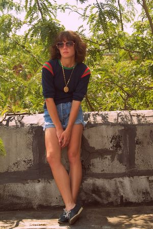 vintage shirt - vintage bass shoes - vintage levi cut-offs shorts