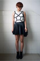 white H&M shirt - black Topshop boots - black H&M skirt