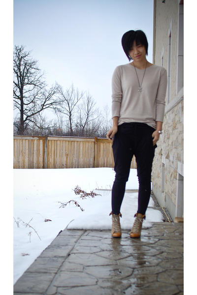 beige shirt - black pants - beige shoes