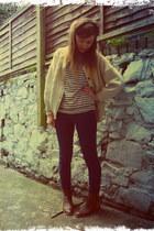 cream Gap top - dark brown Zara boots - navy thrifted jeans