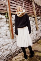eggshell tulle H&M skirt - black French Connection boots