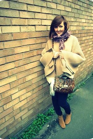 tawny Clarks boots - magenta giraffe print Primark scarf - brick red satchel Pri