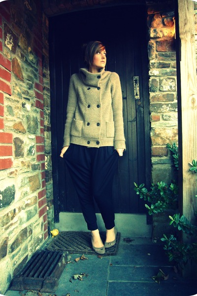 beige Gap cardigan - black Gap pants - beige staccato shoes