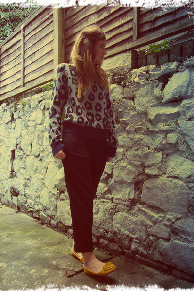heather gray leopard Gap jumper - black Gap pants - mustard Primark loafers
