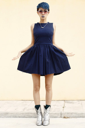 silver DIY boots - navy thrifted dress - navy giant vintage sunglasses