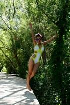 white trikini Live and love swimwear swimwear - violet cap Milka hat