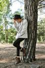 Black-bershka-leggings-beige-vintage-blazer