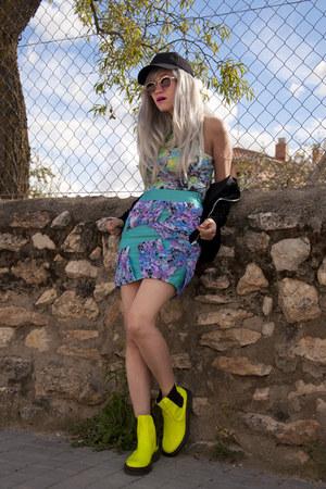 Sheinside boots - Motel Rocks bodysuit - Estela Balan skirt