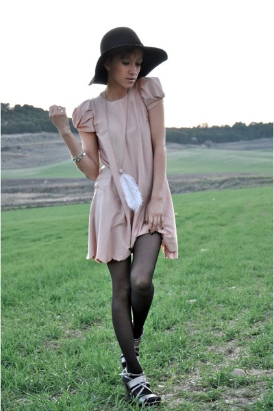 white BLANCO necklace - light pink DIY dress - black Seeberger hat