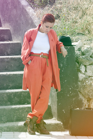 carrot orange vintage blazer - white no brand blouse