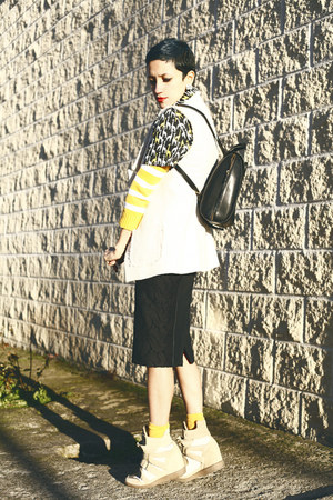 black backpack chictopia shop bag - yellow Lefties sweater