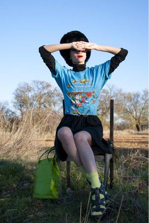 chartreuse vintage Moschino bag - black Ebay hat - sky blue vintage t-shirt