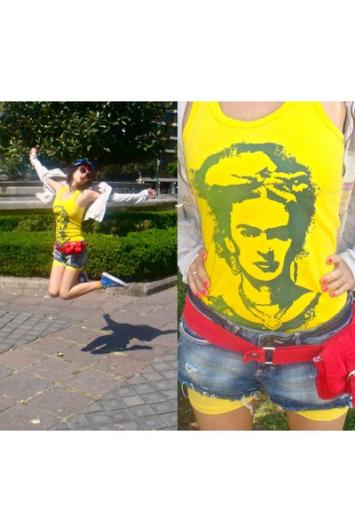 yellow Hippie t-shirt - navy Bershka shorts - red totto belt - yellow Market sho