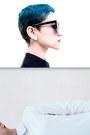 Black-black-and-white-romwecom-shirt-black-giant-vintage-sunglasses