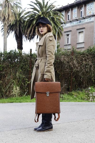 tan Mango coat - black vintage hat - brown backpack Modekungen bag