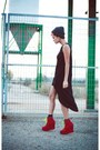 Red-wanderlust-shoes-black-primark-dress