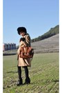 Bronze-vintage-dress-camel-mango-coat-black-gift-hat-tawny-blanco-bag-bl