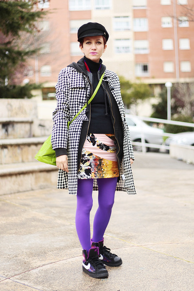 amethyst We Love Colors tights - chartreuse vintage Moschino bag