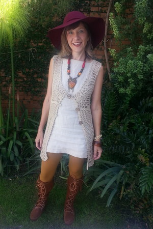 burgandy boho hat - boots - dress - hue deep gold tights - crochet cream vest