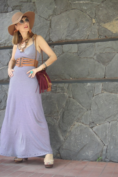 hat - dress - burgandy fringe purse - earrings - wedges - glasses
