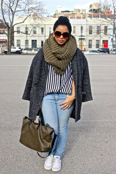 charcoal gray oversized vjstyle coat - light blue American Eagle jeans
