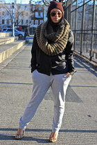 crimson beanie Ebay hat - camel leopad Aldo shoes - army green circle Gap scarf