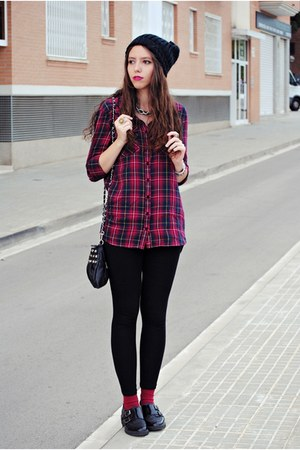 maroon Stradivarius shirt - black Zara hat - black Stradivarius leggings